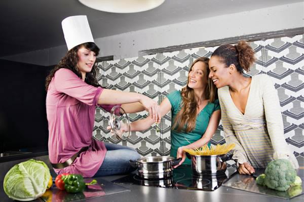 Bếp từ có nướng được không? Có tốn điện không?