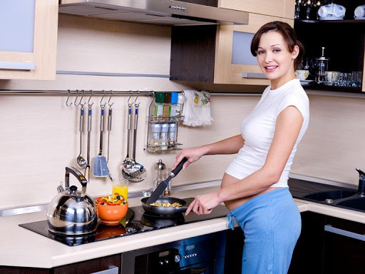 Bếp từ có ảnh hưởng đến bà bầu và thai nhi không
