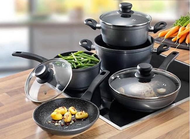Sử dụng các bộ nồi không làm từ chất liệu nhiễm từ trên bếp từ bằng cách nào