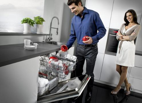 Sử dụng máy rửa bát tiết kiệm nước