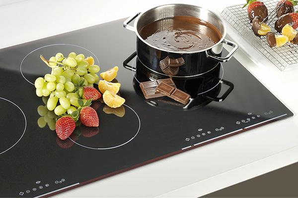 Sử dụng và vệ sinh bếp từ làm sao cho an toàn và hiệu quả nhất